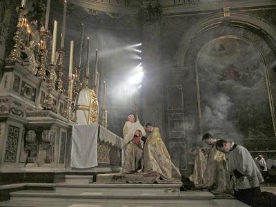Liturgija človeka spodbuja tako k dejavnosti kot k kontemplaciji