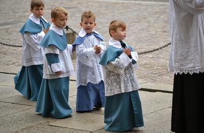 Liturgična oprema s katero se srečujejo ministranti