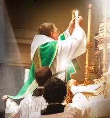 Blagoslavljanje med obhajilom vernikov