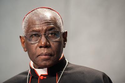 Kardinal Sarah: nova in tradicionalna oblika rimskega obreda si ne nasprotujeta