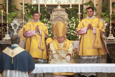 Tradicionalna liturgija v Trstu: kard. Burke