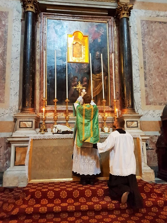 Hrup ubije liturgijo
