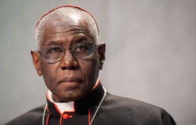 Kardinal Robert Sarah o pravilnem načinu prejemanja svetega obhajila