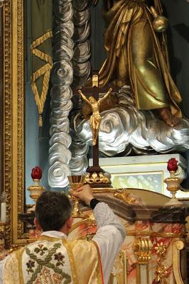 Obiskovalci tradicionalnega bogoslužja »so bolj pobožni«